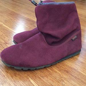 Teva casual Slipper Boots moccasin Maroon sz 8